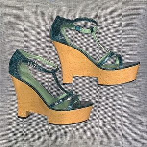 Green faux leather heels size 9 narrow